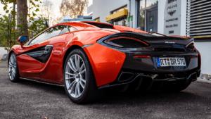 McLaren 570S - Seitliche Heckansicht